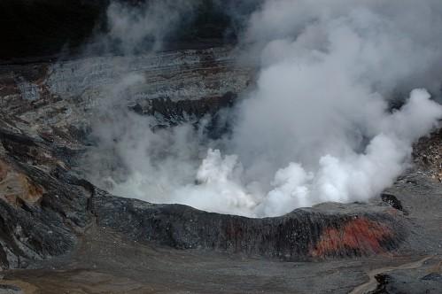 Eruption-volcan-Poas.jpg