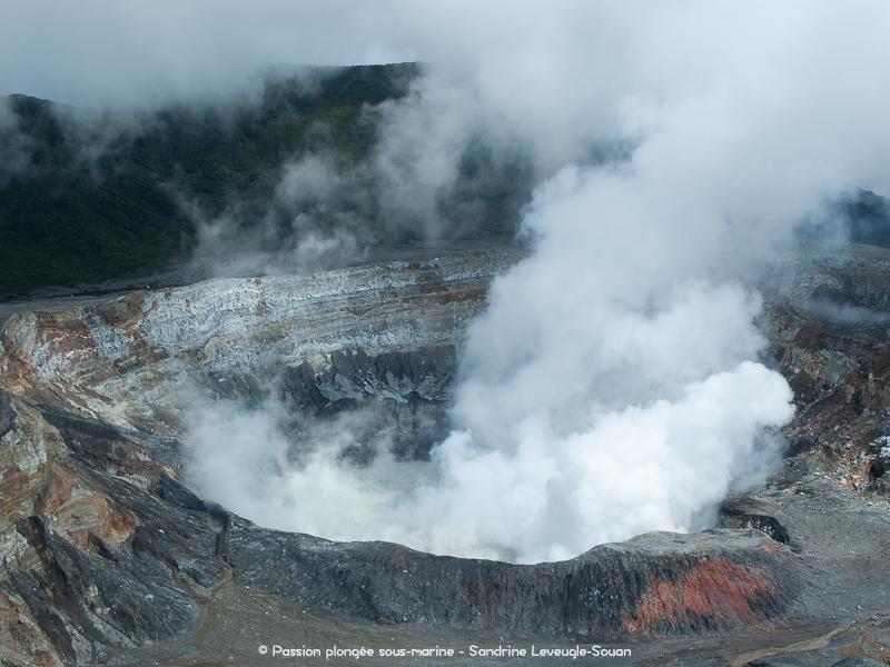 volcan Poas éruption