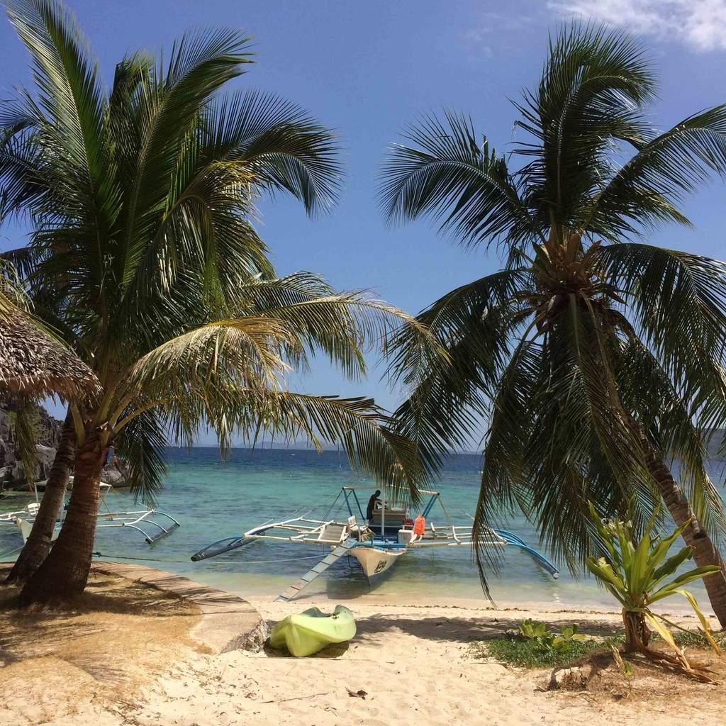 La plage du Sangat Island Dive Resort